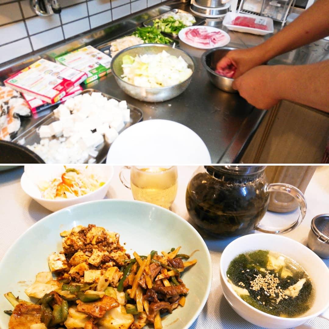 夫が、中華を食べたいからと、Cook Doで、夕食作ってくれました。  へぇーちゃんと量ったらこの味か出るんやと、今更ながらびっくり。  いる分だけ、肉や野菜を投入。  はぁー!へー!  本格中華できるんだ。  量るって大事。  お陰さまで、二日分の洗濯物をたたんで片付けられました。  20年間くらい 超、超、亭主関白だった夫 ⬆️ (本人は違うと言いますが🤭) 夕食を作ってくれるときが来るなんて。  ありがたい、ありがたい、感謝、感謝でございます。  #夫の手作り #量るって大事 #本格中華 #美味しゅうございました