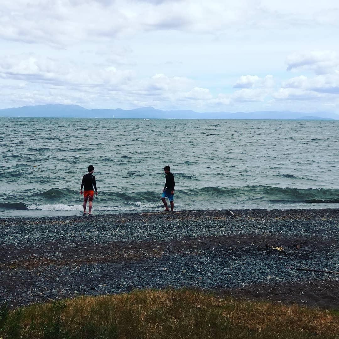 琵琶湖はまあまあ波がきついですが、私も久しぶりに泳ぎます。  日焼け止め完全防備